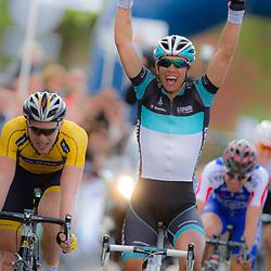 WIELRENNEN Rijssen, de 62e ronde van Overijssel werd op zaterdag 3 mei verreden. Dennis Coenen (Leopard) wint voor Coen Vermeltvoort en Maurits Lammertink