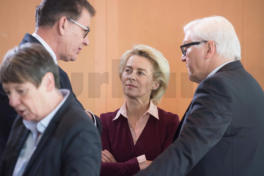 17 FEB 2016, BERLIN/GERMANY:<br /> Gerd Müller (L), CSU, Bundesentwicklungsminister, Ursula von der Leyen (M), CDU, Bundesverteidigungsministerin, und Frank-Walter Steinmeier (R), SPD, Bundesaussenminister, im Gespraech, vor Beginn der Kabinettsitzung, Bundeskanzleramt<br /> IMAGE: 20160217-01-010<br /> KEYWORDS: Kabinett, Sitzung, Gerd Müller