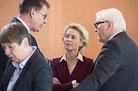 17 FEB 2016, BERLIN/GERMANY:<br /> Gerd M&uuml;ller (L), CSU, Bundesentwicklungsminister, Ursula von der Leyen (M), CDU, Bundesverteidigungsministerin, und Frank-Walter Steinmeier (R), SPD, Bundesaussenminister, im Gespraech, vor Beginn der Kabinettsitzung, Bundeskanzleramt<br /> IMAGE: 20160217-01-010<br /> KEYWORDS: Kabinett, Sitzung, Gerd M&uuml;ller