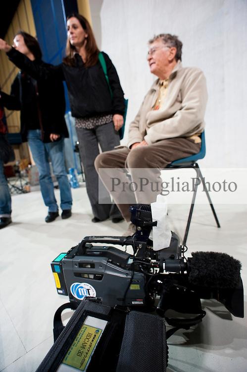IL VILLAGGIO DI CARTONE.REGIA ERMANNO OLMI.BARI 20 NOVEMBRE 2010