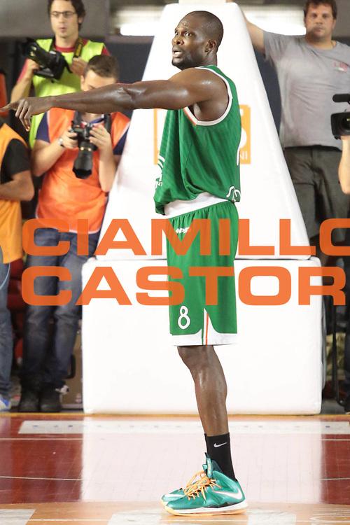 DESCRIZIONE : Roma Lega A 2012-2013 Acea Roma Montepaschi Siena finale gara 5<br /> GIOCATORE : Eze Benjamin<br /> CATEGORIA : curiosita mani<br /> SQUADRA : Montepaschi Siena<br /> EVENTO : Campionato Lega A 2012-2013 playoff finale gara 5<br /> GARA : Acea Roma Montepaschi Siena<br /> DATA : 19/06/2013<br /> SPORT : Pallacanestro <br /> AUTORE : Agenzia Ciamillo-Castoria/M.Simoni<br /> Galleria : Lega Basket A 2012-2013  <br /> Fotonotizia : Roma Lega A 2012-2013 Acea Roma Montepaschi Siena playoff finale gara 5<br /> Predefinita :