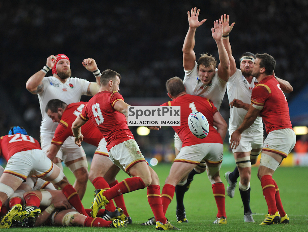 Gareth Davies of Wales get his kick away during the IRB RWC 2015 Pool A match between England and Wales at Twickenham Stadium on Saturday 26 September 2015, London, England. (c) Ian Nancollas | SportPix.org.uk
