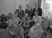 1988 - Centenarians At The Mansion House.    (R80).