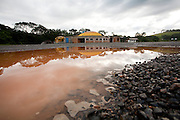 Extrema_MG, Brasil...Alagamento proximo a uma construcao abandonada na MG 50 em Extrema...Flooding next to a desert construction on MG 50 highway in Extrema...Foto: LEO DRUMOND / NITRO....