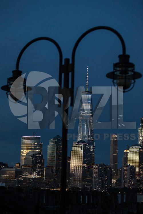 NEW YORK, EUA, 06.08.2017 - ONE WORLD-NEW YORK - Vista do One World Trade Center na cidade de New York nos Estados Unidos na noite deste domingo, 06. (Foto: William Volcov/Brazil Photo Press)