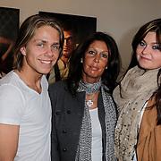 NLD/Amsterdam/20120419 - Onthulling beeld Johnny Kraaijkamp Sr., Rachel Hazes met zoon Dre en dochter Roxanne