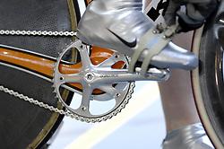 29-12-2006 WIELRENNEN: NK BAANRENNEN 2006: ALKMAAR<br /> Baanrennen wielrennen item banden spaken ketting schoen<br /> ©2006-WWW.FOTOHOOGENDOORN.NL