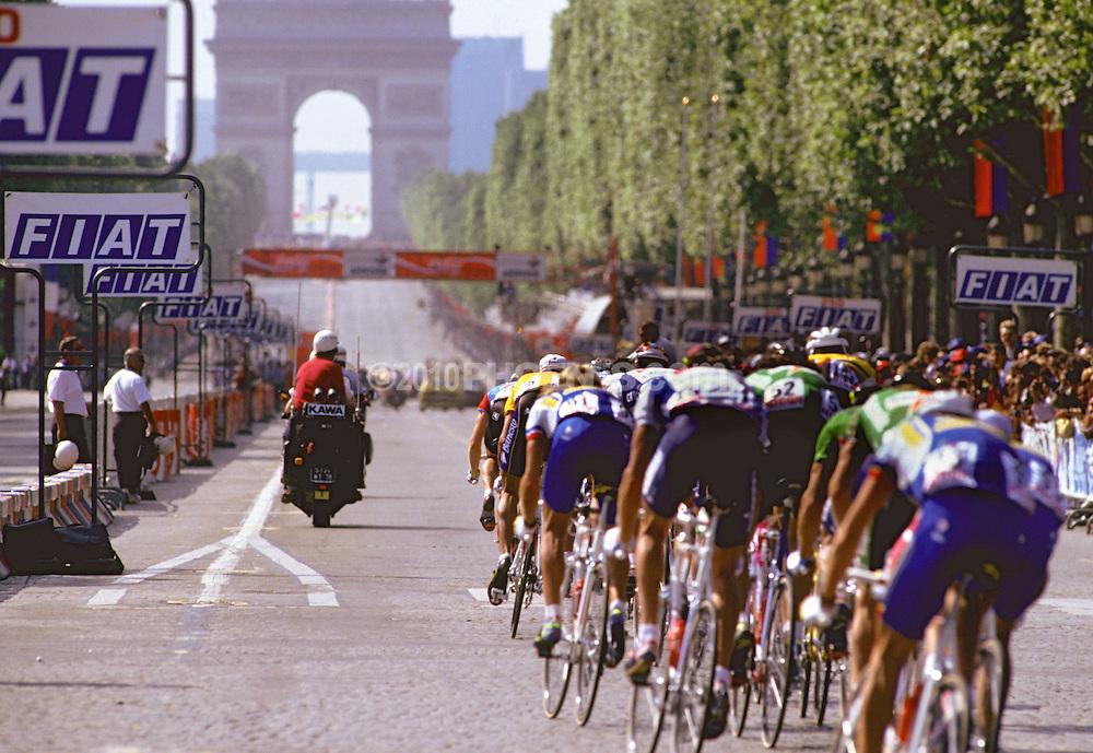 Tour de France. The peleton approaches the Arc de Triomphe on the Champs Elysees in Paris SPORT