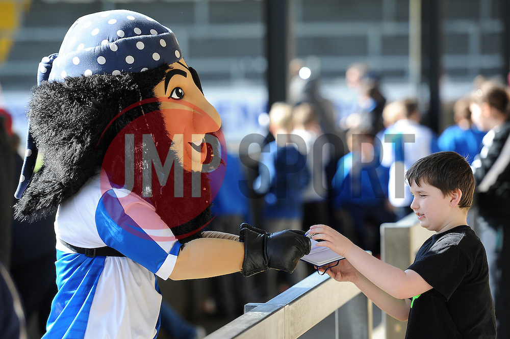 Mascot signs an autograph for a Bristol Rovers fan - Photo mandatory by-line: Dougie Allward/JMP - Mobile: 07966 386802 - 31/03/2015 - SPORT - Football - Bristol - Memorial Stadium - Vanarama Football Conference - Bristol Rovers Open Training Session