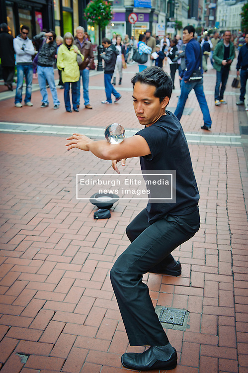 Street performer in Dublin<br /> <br /> (c) Andrew Wilson | Edinburgh Elite media