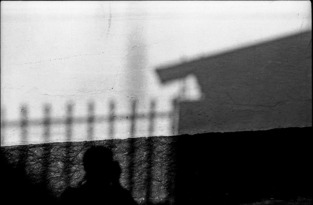 SELF PORTRAITS / AUTORRETRATOS.Photography by Aaron Sosa.Merida, Merida State - Venezuela 2000.(Copyright © Aaron Sosa)