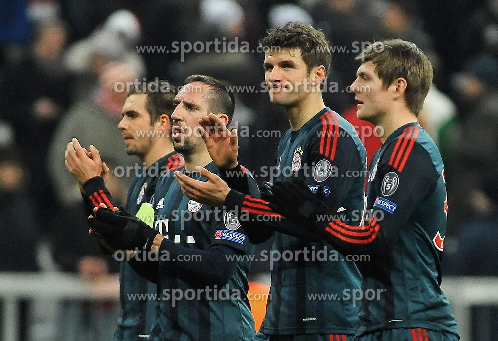 10.12.2013, Allianz Arena, Muenchen, GER, UEFA CL, FC Bayern Muenchen vs Manchester City, Gruppe D, im Bild Enttaeuschte Gesichter bei den Bayern Spielern nach Spielende, vl: Philipp Lahm (FC Bayern Muenchen), Franck Ribery (FC Bayern Muenchen) Thomas Mueller (FC Bayern Muenchen), Toni Kroos (FC Bayern Muenchen) // during UEFA Champions League group D match between FC Bayern Munich and Manchester City at the Allianz Arena in Muenchen, Germany on 2013/12/11. EXPA Pictures &copy; 2013, PhotoCredit: EXPA/ Eibner-Pressefoto/ Stuetzle<br /> <br /> *****ATTENTION - OUT of GER*****