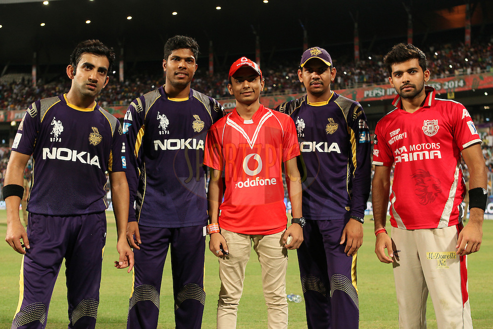 KKR captain Gautam Gambhir(L) with vodafone ball winner and KKR player Umesh Yadav, Sunil Narin and KXIP player Manon Vora (R) during the first qualifier match (QF1) of the Pepsi Indian Premier League Season 2014 between the Kings XI Punjab and the Kolkata Knight Riders held at the Eden Gardens Cricket Stadium, Kolkata, India on the 28th May  2014<br /> <br /> Photo by Saikat Das / IPL / SPORTZPICS<br /> <br /> <br /> <br /> Image use subject to terms and conditions which can be found here:  http://sportzpics.photoshelter.com/gallery/Pepsi-IPL-Image-terms-and-conditions/G00004VW1IVJ.gB0/C0000TScjhBM6ikg
