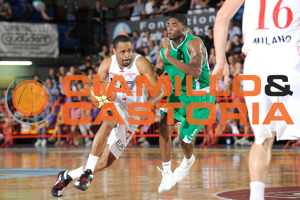 DESCRIZIONE : Caorle Lega A 2011-2012 Torneo Citta di Caorle Precampionato Benetton Treviso EA7-Emporio Armani Milano<br /> GIOCATORE : Malik Hairston<br /> CATEGORIA : palleggio penetrazione<br /> SQUADRA : EA7-Emporio Armani Milano<br /> EVENTO : Campionato Lega A 2011-2012<br /> GARA : Benetton Treviso EA7-Emporio Armani Milano<br /> DATA : 17/09/2011<br /> SPORT : Pallacanestro<br /> AUTORE : Agenzia Ciamillo-Castoria/C.De Massis<br /> GALLERIA : Lega Basket A 2011-2012<br /> FOTONOTIZIA : Caorle Lega A 2011-2012 Torneo Citta di Caorle Precampionato Benetton Treviso EA7-Emporio Armani Milano<br /> PREDEFINITA :