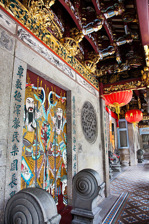 Out the front of the Thean Hock Keng Temple in Singpapore.
