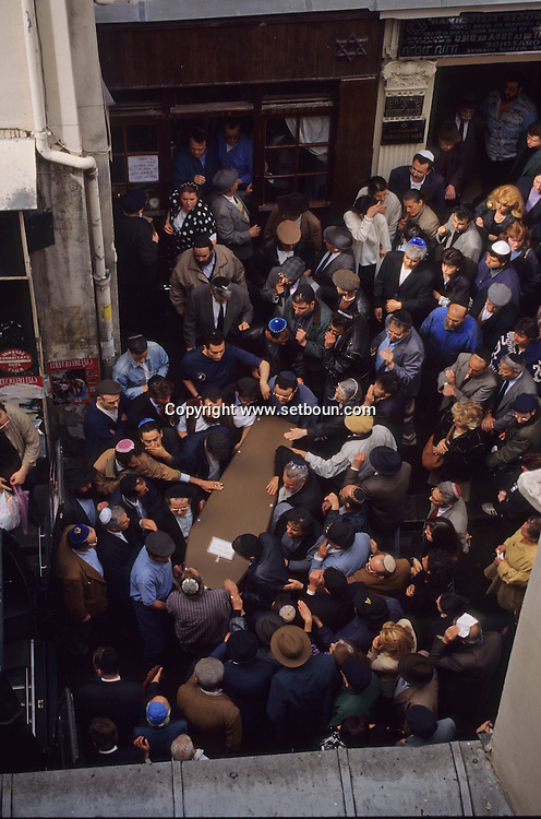 = jewish religious ceremony for the death of a rabby in the synagogue rue des ecouffes    France    +