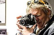 26-06-2015: Grande opening Hotel Heroique: Utrecht<br /> <br /> Jeroen Wielaert<br /> <br /> Een grote tentoonstelling in het oude postkantoor aan de Neude, met werk van Utrechtse en buitenlandse schilders, kunstenaar Ruud Kuijer en een aantal bekende Nederlandse Tour fotografen.<br /> <br /> Het idee kwam van Jeroen Wielaert. De ras Utrechter werkt sinds 1986 als verslaggever in de Tour. Hij kent het nomadische leven van de ronde zeer goed. Het is altijd verhuizen naar andere steden, met elke keer een ander hotel elke keer met andere decoraties. De tentoonstelling toont het verhaal van die tocht, de helden, wat ze ervaren en tegenkomen.