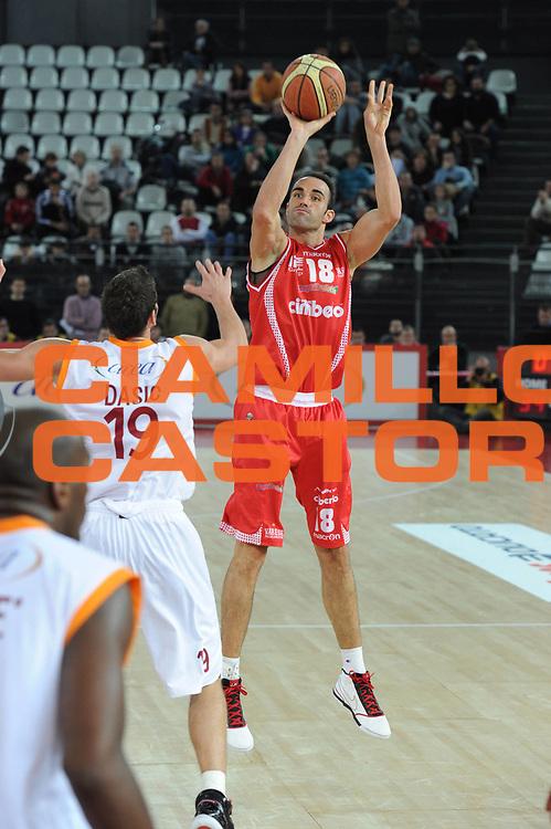 DESCRIZIONE : Roma Lega A 2010-11 Lottomatica Roma Cimberio Varese<br /> GIOCATORE : Diego Fajardo<br /> SQUADRA : Cimberio Varese <br /> EVENTO : Campionato Lega A 2010-2011 <br /> GARA : Lottomatica Roma Cimberio Varese <br /> DATA : 05/12/2010<br /> CATEGORIA : tiro<br /> SPORT : Pallacanestro <br /> AUTORE : Agenzia Ciamillo-Castoria/ GiulioCiamillo<br /> Galleria : Lega Basket A 2010-2011 <br /> Fotonotizia : Roma Lega A 2010-11 Lottomatica Roma Cimberio Varese<br /> Predefinita :