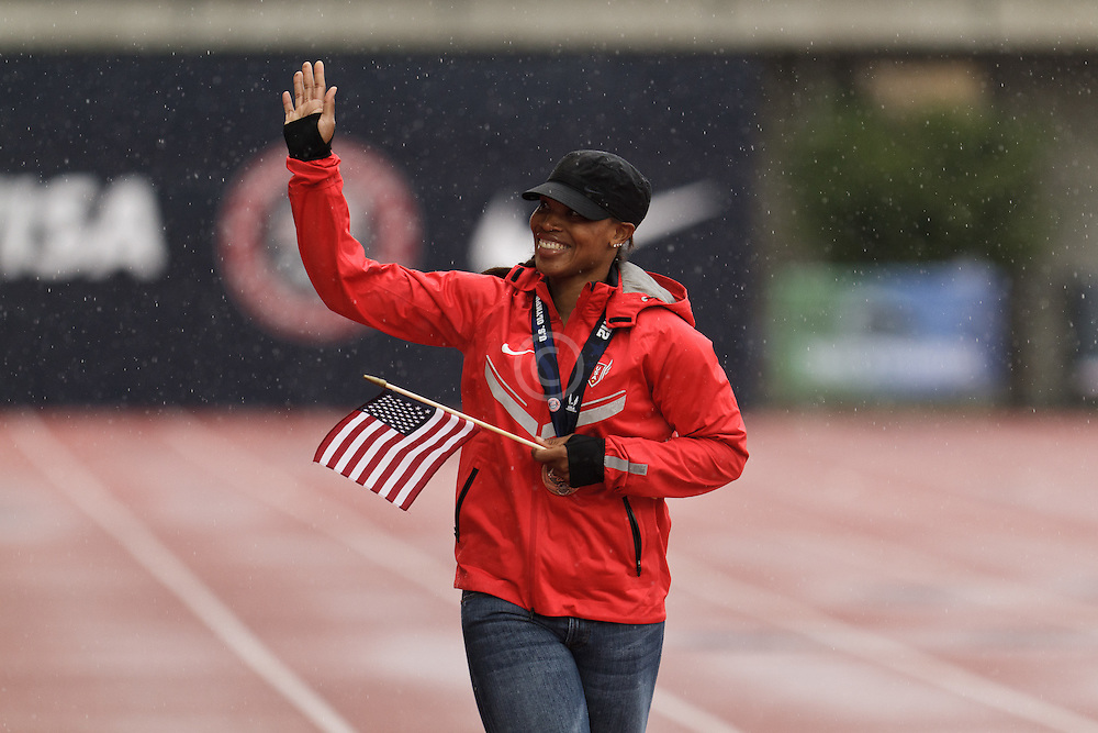 Olympic Trials Eugene 2012, women's hammer throw Olympic team, Jessica Cosby takes victory lap