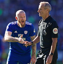 CARDIFF, WALES - Saturday, April 20, 2019: Cardiff City's goalkeeper Alex Smithies argues with referee Martin Atkinson after a penalty is awarded to Liverpool during the FA Premier League match between Cardiff City FC and Liverpool FC at the Cardiff City Stadium. (Pic by David Rawcliffe/Propaganda)