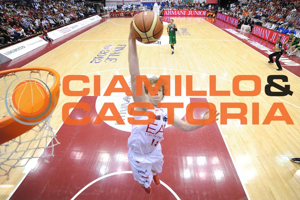 DESCRIZIONE : Milano Lega A 2011-12 EA7 Emporio Armani Milano Montepaschi Siena Finale Play off gara 5<br /> GIOCATORE : Nicolo Melli<br /> CATEGORIA : special rimbalzo<br /> SQUADRA : EA7 Emporio Armani Milano<br /> EVENTO : Campionato Lega A 2011-2012 Semifinale Play off gara 5<br /> GARA : EA7 Emporio Armani Milano Montepaschi Siena<br /> DATA : 15/06/2012<br /> SPORT : Pallacanestro <br /> AUTORE : Agenzia Ciamillo-Castoria/C.De Massis<br /> Galleria : Lega Basket A 2011-2012  <br /> Fotonotizia : Milano Lega A 2011-12 EA7 Emporio Armani Milano Montepaschi Siena Finale Play off gara 5<br /> Predefinita :