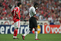 Photo: Lee Earle.<br /> Benfica v Manchester United. UEFA Champions League, Group F. 26/09/2006. Its a job done for United's Luis Saha (R) after he scored the only goal, watched by a dejected Anderson.