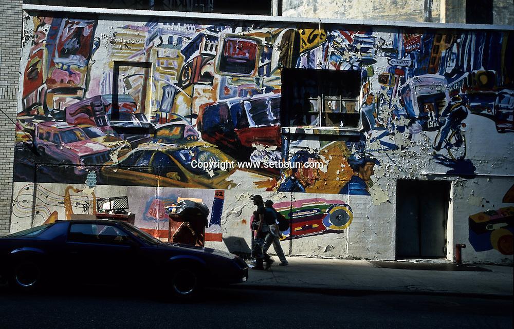 Murals on 53 street and broadway  New York  Usa /  peintures murales affiche sur la 53 em et Broadway  New York