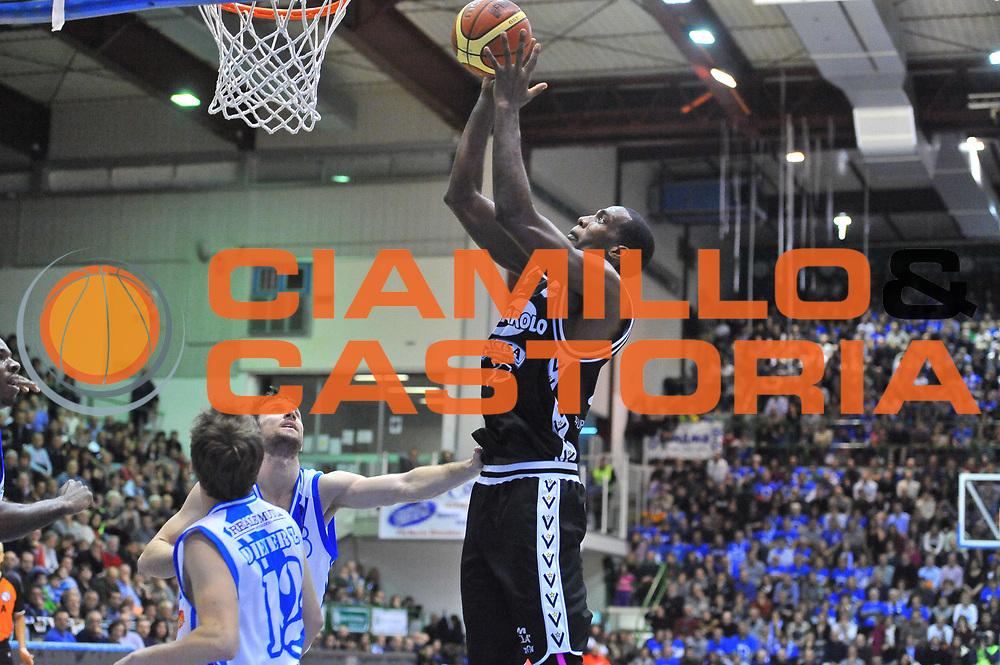 DESCRIZIONE : Campionato 2013/14 Dinamo Banco di Sardegna Sassari - Virtus Granarolo Bologna<br /> GIOCATORE : Shawn King<br /> CATEGORIA : Tiro<br /> SQUADRA : Virtus Granarolo Bologna<br /> EVENTO : LegaBasket Serie A Beko 2013/2014<br /> GARA : Dinamo Banco di Sardegna Sassari - Virtus Granarolo Bologna<br /> DATA : 19/01/2014<br /> SPORT : Pallacanestro <br /> AUTORE : Agenzia Ciamillo-Castoria / Luigi Canu<br /> Galleria : LegaBasket Serie A Beko 2013/2014<br /> Fotonotizia : Campionato 2013/14 Dinamo Banco di Sardegna Sassari - Virtus Granarolo Bologna<br /> Predefinita :