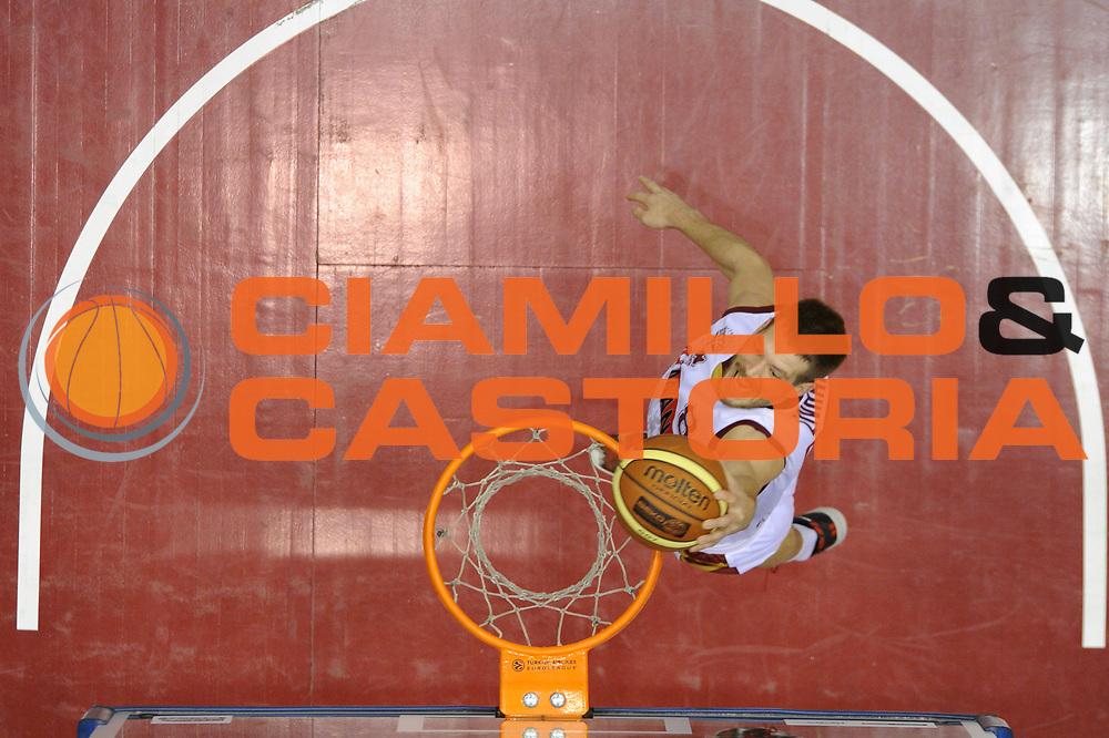 DESCRIZIONE : Milano Coppa Italia Final Eight 2014 Qualificazione Enel Brindisi Umana Venezia<br /> GIOCATORE : Nate Linhart <br /> CATEGORIA : special passerella schiacciata<br /> SQUADRA : Enel Brindisi Umana Venezia<br /> EVENTO : Beko Coppa Italia Final Eight 2014<br /> GARA : Enel Brindisi Umana Venezia<br /> DATA : 07/02/2014<br /> SPORT : Pallacanestro<br /> AUTORE : Agenzia Ciamillo-Castoria/C.De Massis<br /> Galleria : Lega Basket Final Eight Coppa Italia 2014<br /> Fotonotizia : Milano Coppa Italia Final Eight 2014 Qualificazione Enel Brindisi Umana Venezia<br /> Predefinita :