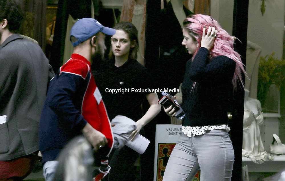 KRISTEN STEWART ARRIVES ON FILMING LOCATION IN PARIS , TOGETHER WITH HIS ASSISTANT<br /> &copy;Exclusivepix Media