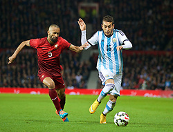 MANCHESTER, ENGLAND - Tuesday, November 18, 2014: Argentina's Roberto Pereyra in action against Portugal's Jose Bosingwa during the International Friendly match at Old Trafford. (Pic by David Rawcliffe/Propaganda)