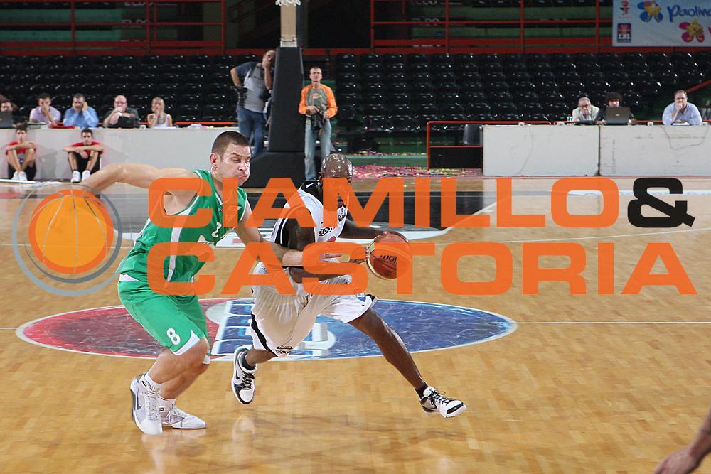DESCRIZIONE : Caserta Lega A 2009-10 Basket Amichevole Trofeo Irtet Citta di Caserta Pepsi Juve Caserta Air Avellino<br /> GIOCATORE : Bowers<br /> SQUADRA : Pepsi Juve Caserta<br /> EVENTO : Campionato Lega A 2009-2010 <br /> GARA : Pepsi Juve Caserta Air Avellino<br /> DATA : 26/09/2009<br /> CATEGORIA : penetrazione<br /> SPORT : Pallacanestro <br /> AUTORE : Agenzia Ciamillo-Castoria/C.De Massis