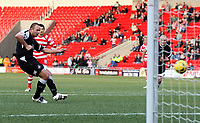 Photo: Paul Thomas.<br /> Doncaster Rovers v Swansea City. Coca Cola League 1. 17/02/2007.<br /> <br /> Lee Trundle of Swansea scores from the penaly spot.