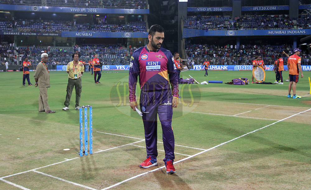 Rising Pune Supergiants checks the pitch before the start of the match 1 of the Vivo Indian Premier League ( IPL ) 2016 between the Mumbai Indians and the Rising Pune Supergiants held at the Wankhede Stadium in Mumbai on the 9th April 2016<br /> <br /> Photo by Vipin Pawar/ IPL/ SPORTZPICS