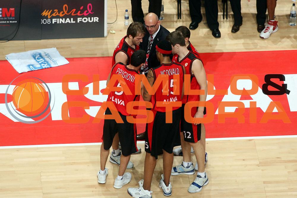 DESCRIZIONE : Madrid Eurolega 2007-08 Final Four Semifinale Tau Vitoria Cska Mosca <br />GIOCATORE : Team Tau Vitoria<br />SQUADRA : Tau Vitoria<br />EVENTO : Eurolega 2007-2008 <br />GARA : Tau Vitoria Cska Mosca <br />DATA : 02/05/2008 <br />CATEGORIA : Ritratto<br />SPORT : Pallacanestro <br />AUTORE : Agenzia Ciamillo-Castoria/G.Ciamillo