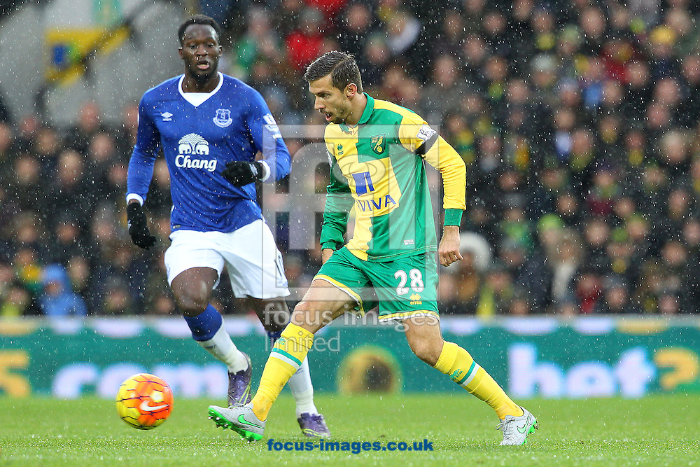 Gary O&rsquo;Neil of Norwich and Romelu Lukaku of Everton in action during the Barclays Premier League match at Carrow Road, Norwich<br /> Picture by Paul Chesterton/Focus Images Ltd +44 7904 640267<br /> 12/12/2015