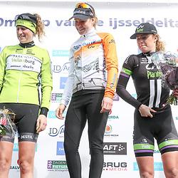 16-04-2016: Wielrennen: IJsseldelta Topcompetitie vrouwen: Zwolle<br />ZWOLLE (NED) wielrennen <br />Wind was in deze editie de grootste tegenstanders van de vrouwen. Podium met winnares Anna van der Breggen, Vera Koedooder 2nd en Floortje Mackay 3th