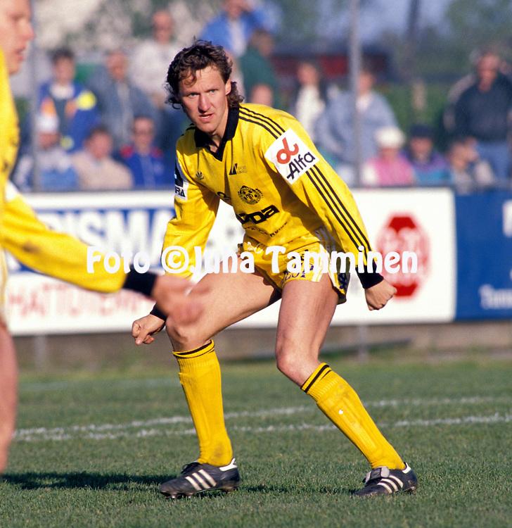 20.05.1990.Jalkapalloliiga.Antti Ronkainen - Mikkelin Palloilijat.©JUHA TAMMINEN