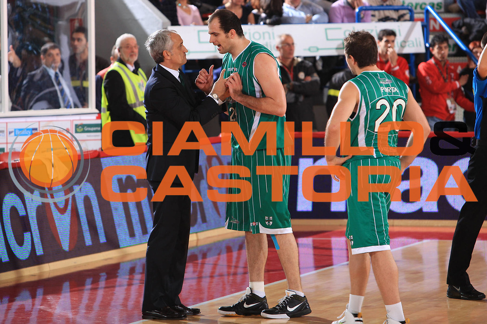 DESCRIZIONE : Teramo Lega A 2009-10 Banca Tercas Teramo Air Avellino<br /> GIOCATORE : Szymon Szewczyk Cesare Pancotto<br /> SQUADRA : Banca Tercas Teramo<br /> EVENTO : Campionato Lega A 2009-2010<br /> GARA : Banca Tercas Teramo Air Avellino<br /> DATA : 06/12/2009<br /> CATEGORIA : Coach Delusione Fair Play<br /> SPORT : Pallacanestro<br /> AUTORE : Agenzia Ciamillo-Castoria/M.Carrelli<br /> Galleria : Lega Basket A 2009-2010 <br /> Fotonotizia : Teramo Campionato Italiano Lega A 2009-2010 Banca Tercas Teramo Air Avellino<br /> Predefinita :