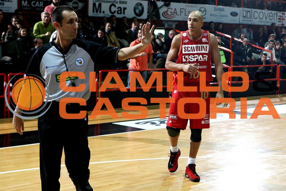 DESCRIZIONE : Caserta Lega A1 2008-09 Eldo Caserta Scavolini Spar Pesaro<br /> GIOCATORE : Carlton Myers<br /> SQUADRA : Scavolini Spar Pesaro<br /> EVENTO : Campionato Lega A1 2008-2009 <br /> GARA : Eldo Caserta Scavolini Spar Pesaro<br /> DATA : 10/12/2008 <br /> CATEGORIA : ritratto arbitro referees<br /> SPORT : Pallacanestro <br /> AUTORE : Agenzia Ciamillo-Castoria/E.Castoria