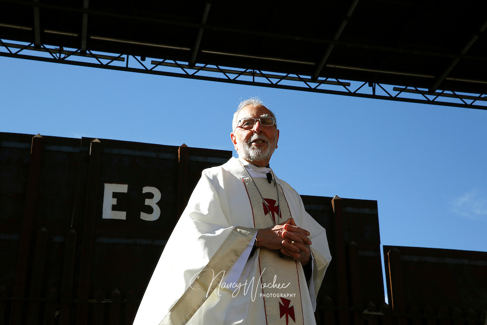 A group of U.S. bishops, led by Cardinal Sean P. O'Malley of Boston, celebrate Mass at the border fence in Nogales, Ariz., April 1. The bishops were on a two-day visit to the U.S. border with Mexico calling attention to the plight of migrants and appealing for changes in the U.S. immigration system. (CNS photo/Nancy Wiechec) (April 1, 2014)