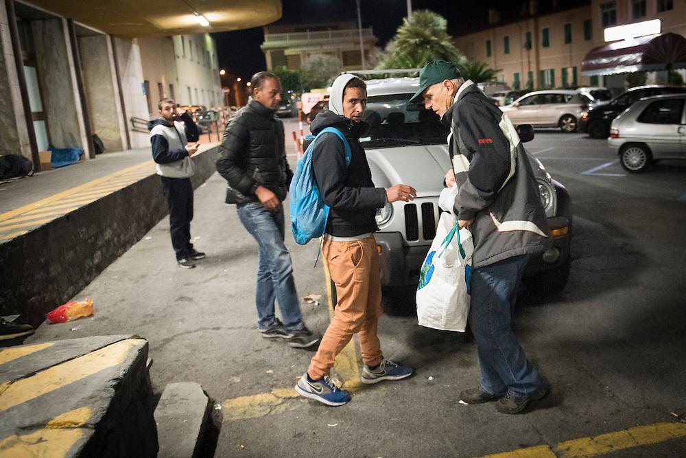 November 8, 2016 - Ventimiglia, Italy: Jean-Pierre, 70, hands out food rations to migrants in Ventimiglia, he  is a retired policeman, member of a network that helps migrants from Ventimiglia, Italy, with shelter, food and transportation.<br />  <br /> 8 novembre 2016 - Vintimille, Italie: Jean-Pierre, 70 ans, distribue des rations alimentaires aux migrants, il est un policier retrait&eacute;, membre d'un r&eacute;seau qui aide des migrants &agrave; Vintimille, en Italie, &agrave; abriter, nourrir et transporter.