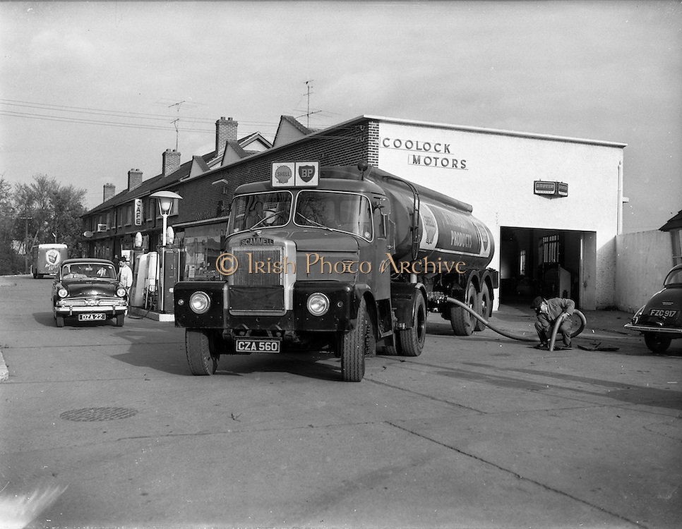30/10/1961<br /> 10/30/1961<br /> 30 October 1961<br /> Irish Shell: Scammell Highwayman Truck and tanker trailer makes a delivery at Coolock Motors, Dublin.