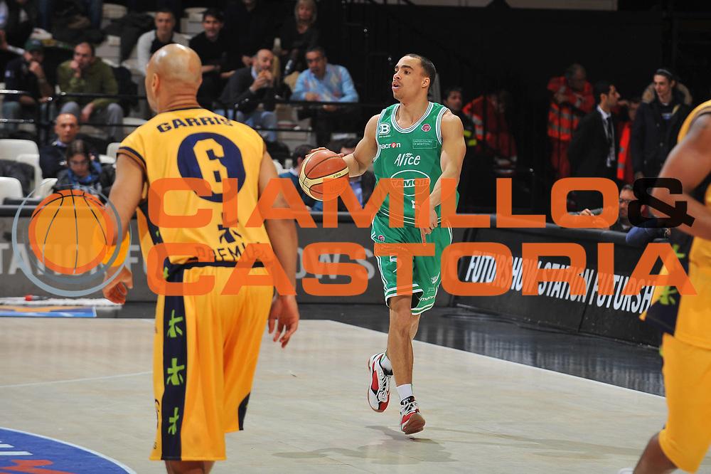 DESCRIZIONE : Bologna Final Eight 2009 Quarti di Finale Benetton Treviso Premiata Montegranaro<br /> GIOCATORE : DaShaun Wood<br /> SQUADRA : Benetton Treviso<br /> EVENTO : Tim Cup Basket Coppa Italia Final Eight 2009<br /> GARA : Benetton Treviso Premiata Montegranaro<br /> DATA : 20/02/2009<br /> CATEGORIA : palleggio<br /> SPORT : Pallacanestro<br /> AUTORE : Agenzia Ciamillo-Castoria/A.Dealberto