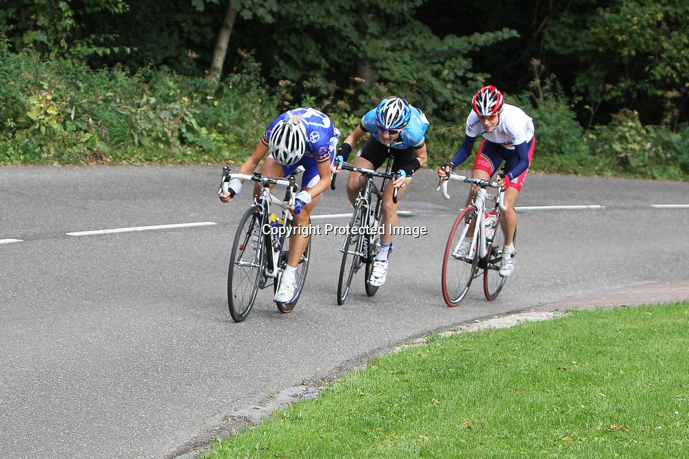 Ladiestour 2008 Limburg<br />Trixi WOrrack, Judith Arndt, Marianne Vos op Bemelerberg