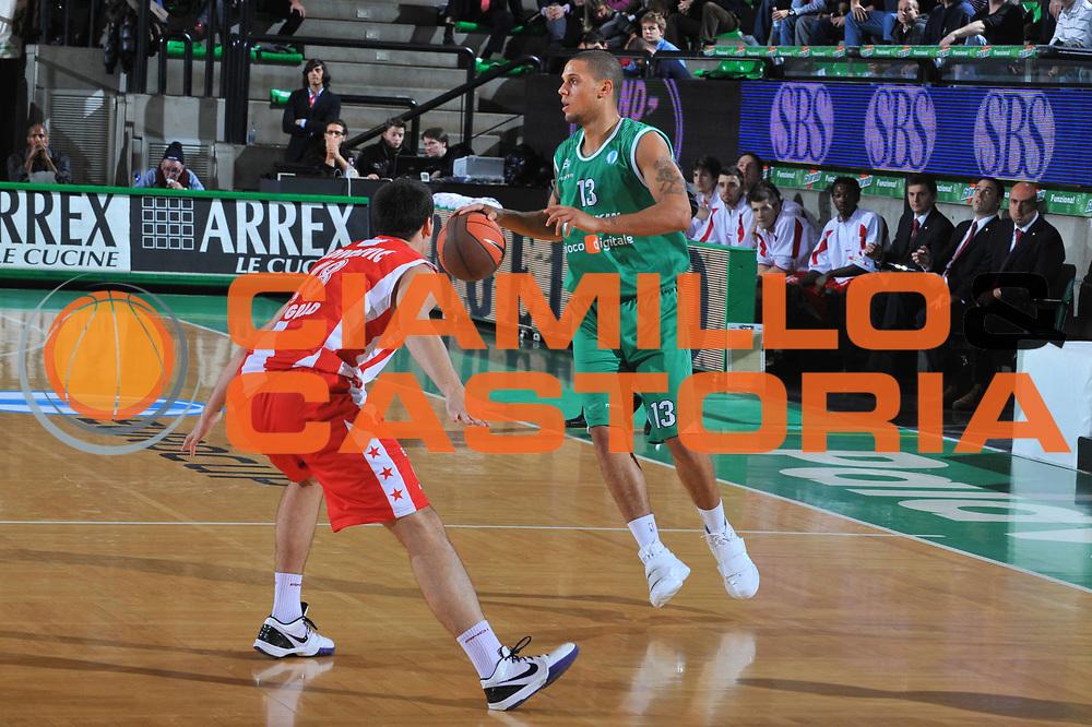 DESCRIZIONE : Treviso Eurocup 2009-10 Regular Season Benetton Gioco Digitale Crvena Zvezda<br /> GIOCATORE : Daniel Hackett<br /> SQUADRA : Benetton Gioco Digitale<br /> EVENTO : Eurocup 2009 - 2010<br /> GARA : Benetton Gioco Digitale Crvena Zvezda<br /> DATA : 01/12/2009<br /> CATEGORIA : Palleggio<br /> SPORT : Pallacanestro<br /> AUTORE : Agenzia Ciamillo-Castoria/M.Gregolin<br /> Galleria : Eurocup 2009<br /> Fotonotizia : Berlino Eurocup 2009-10 Regular Season Benetton Gioco Digitale Crvena Zvezda<br /> Predefinita :