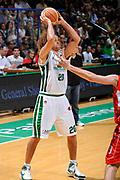 DESCRIZIONE : Siena Lega A 2008-09 Playoff Finale Gara 2 Montepaschi Siena Armani Jeans Milano<br /> GIOCATORE : Shaun Stonerook <br /> SQUADRA : Montepaschi Siena <br /> EVENTO : Campionato Lega A 2008-2009 <br /> GARA : Montepaschi Siena Armani Jeans Milano<br /> DATA : 12/06/2009<br /> CATEGORIA : passaggio<br /> SPORT : Pallacanestro <br /> AUTORE : Agenzia Ciamillo-Castoria/G.Ciamillo