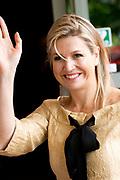 Koningin M&aacute;xima woonde het 7500ste door de Stichting Muziek in Huis georganiseerde concert bij, in woonzorgcentrum De Bolder.<br /> <br /> Queen M&aacute;xima attended the 7500ste organized by the Music Foundation House concert in nursing home De Bolder.<br /> <br /> op de foto / On the photo:  Aankomst kon ingin Maxima / Arrival Queen Maxima