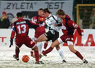 n/z.: kapitan Julcimar de Souza (nr13-Pogon) , Marek Saganowski (nr10-Legia), Pawel Magdon (nr17-Pogon) podczas meczu ligowego Legia Warszawa (biale) - Pogon Szczecin (czerwone) 3:0 , I liga polska , 14 kolejka sezon 2004/2005 , pilka nozna , Polska , Warszawa , 11-03-2005 , fot.: Adam Nurkiewicz / mediasport..captain Julcimar de Souza (nr13-Pogon) , Marek Saganowski (nr10-Legia), Pawel Magdon (nr17-Pogon) fight for the ball during Polish league first division soccer match in Warsaw. March 11, 2005 ; Legia Warszawa (white) - Pogon Szczecin (red) 3:0 ; first division , 14 round season 2004/2005 , football , Poland , Warsaw ( Photo by Adam Nurkiewicz / mediasport )