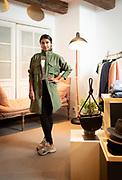 Ciara Shah opende in 2016 aan de Prinsengracht in hartje Amsterdam haar winkel en webshop Verse, gericht op lokale, ethisch verantwoorde mode en 'clean beauty'. Na twee jaar forse groei in omzet en klanten blijkt duurzame modeformule Verse een succes.